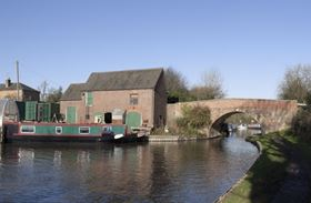 In the three-month pilot project, Blue Boar Contracts used the Sedi-filter's de-watering bags to contain and de-water sediment taken from a three-kilometre stretch of the Birmingham and Worcester Canal, UK.