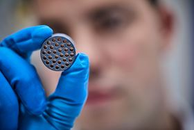 The new hybrid technology membrane is made of silicon carbide and zirconium dioxide and has a pore size of 60 nm.